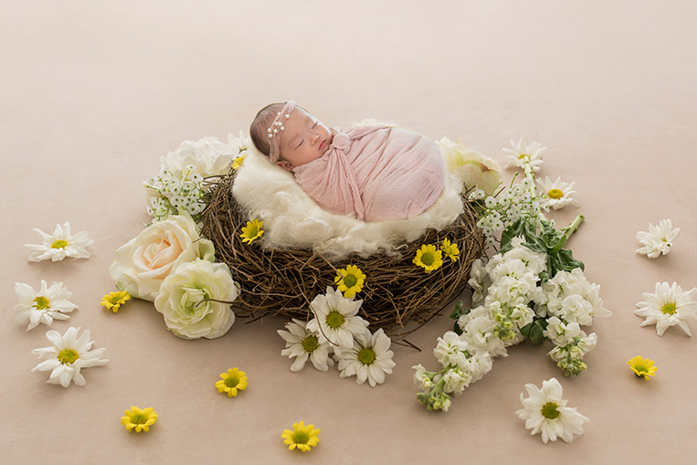 newborn-baby-photographer-near-St-Vincent-hospital-15